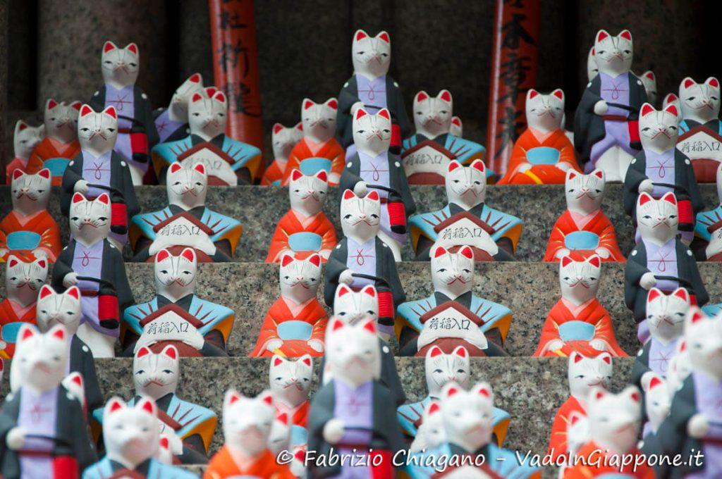 Dettaglio del percorso secondario del Fushimi Inari, Kyoto, Giappone