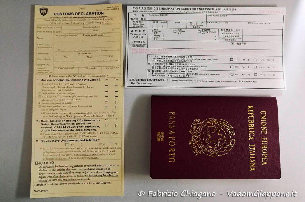 Disembarkation Card for Foreigner e dichiarazione doganale per accedere in Giappone
