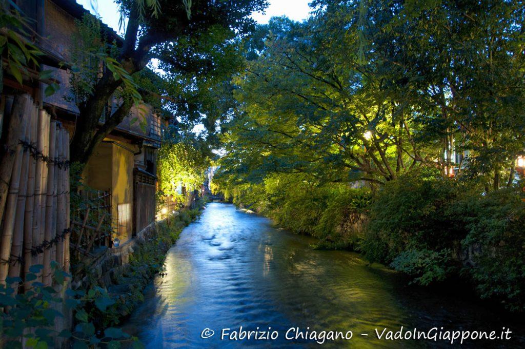 Vista dal ponte Tatsumi a Gion, Kyoto, Giappone