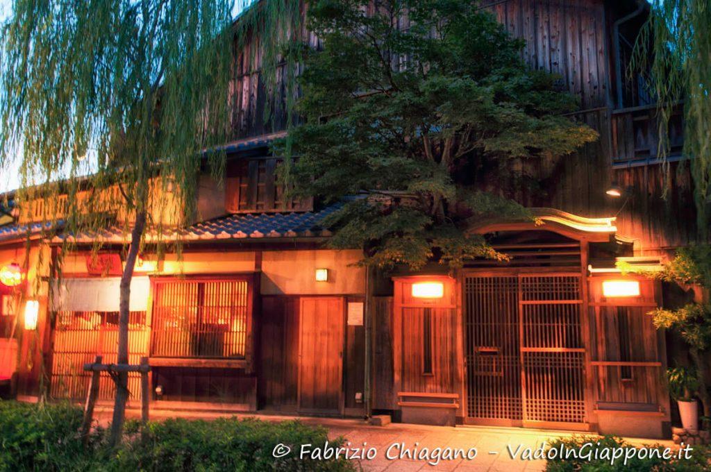 Ingresso di una Ochaya a Gion, Kyoto, Giappone