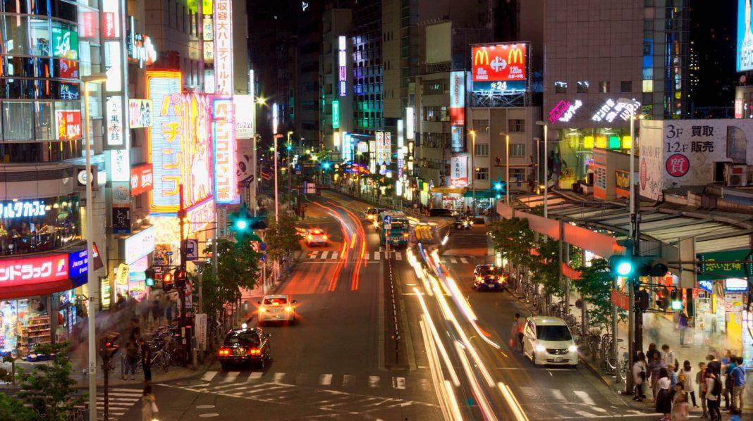 Shinjuku è il quartiere di Tokyo dove trovare divertimento e vita notturna.