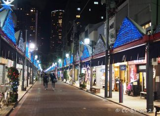 Il quartiere di Tokyo Tsukishima e la sua strada principale, la Monja Street