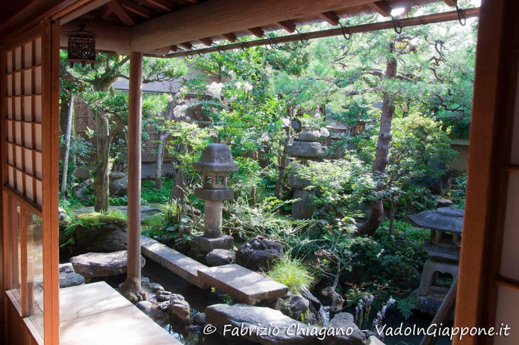 Dettaglio del giardino della casa del samurai Nomura, Kanazawa, Giappone