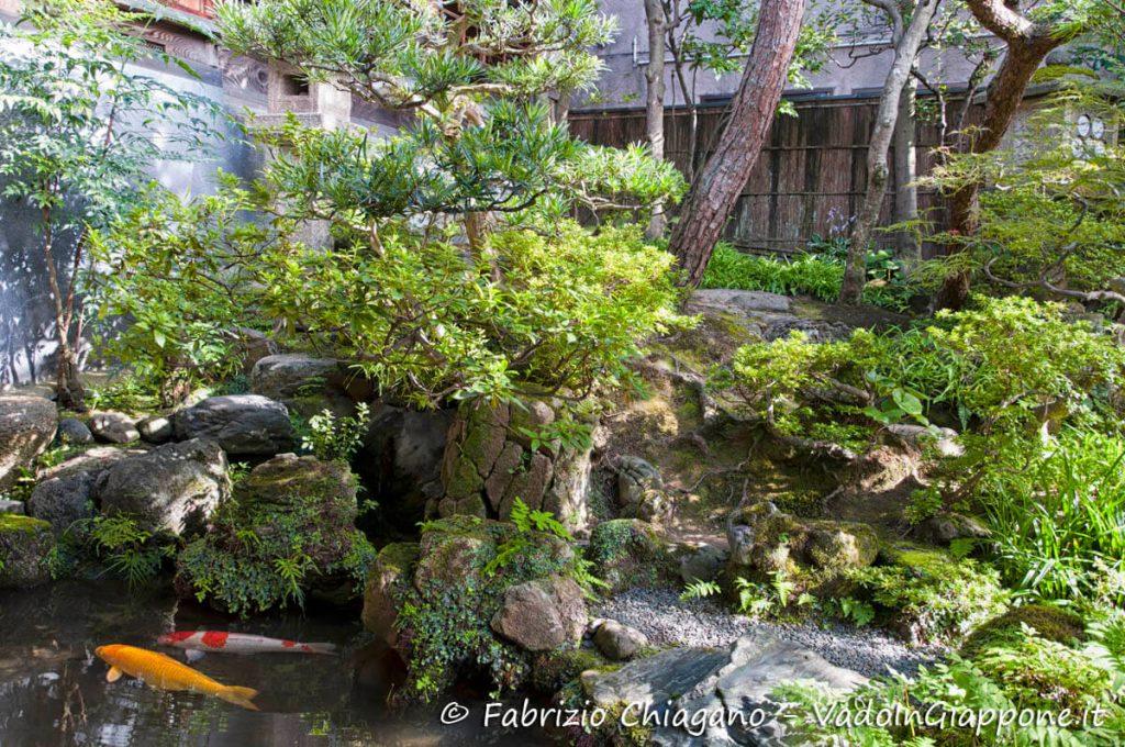 Visuale del giardino della Casa del Samurai di Kanazawa