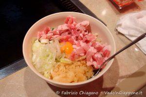 Prima fase della preparazione dell'okonomiyaki, Cibi e cucina giapponese