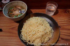 Tsukemen preso in un ristorante di Shinjuku, Tokyo, Giappone