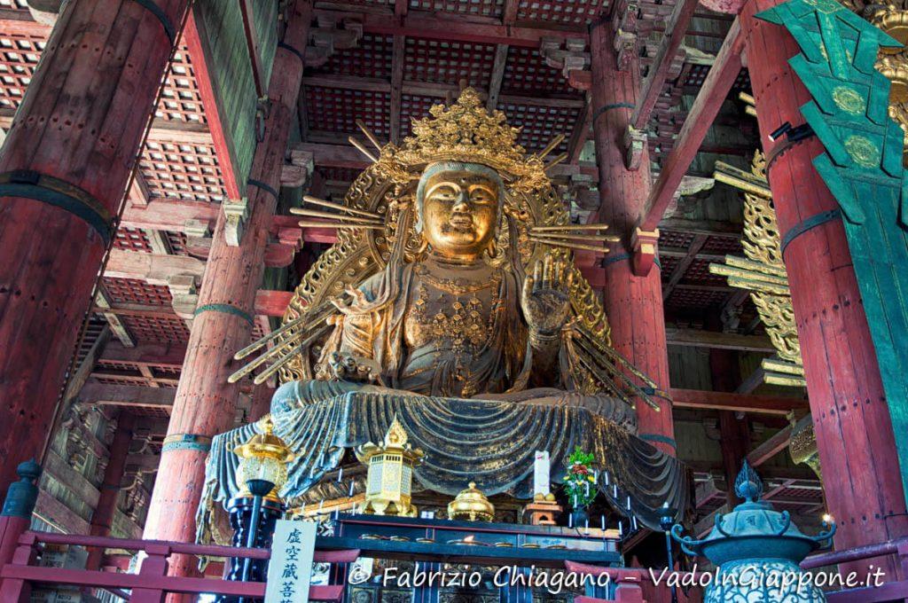 Interno del tempio Todaiji, Nara, Giappone