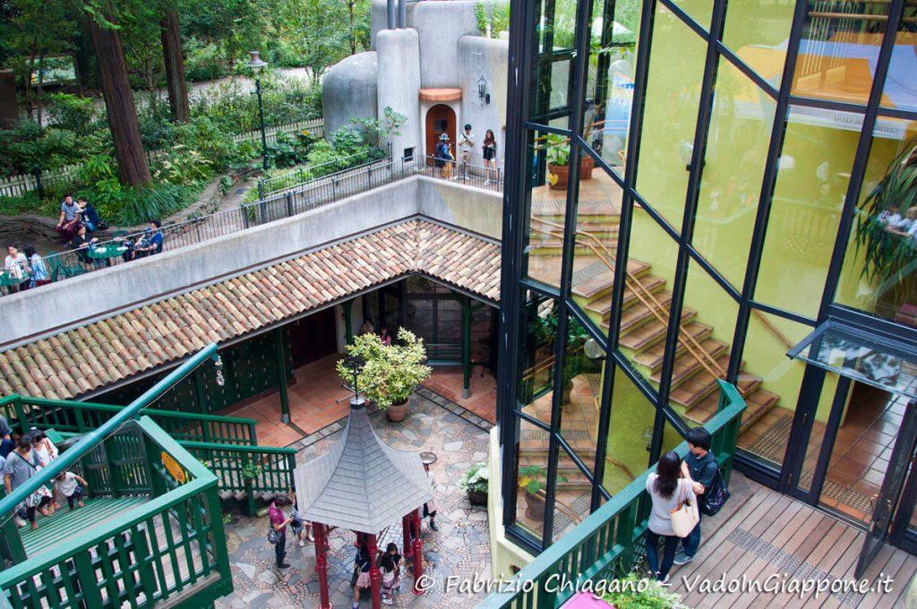 Piazzola interna al Museo dello Studio Ghibli, MItaka, Giappone