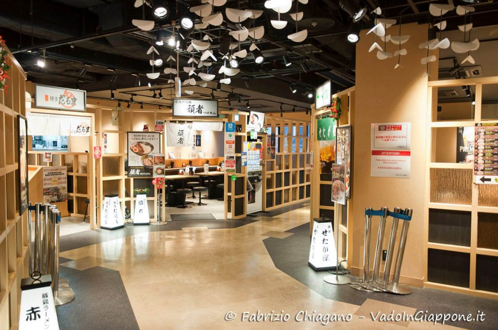 L'interno del Tokyo Ramen Kokugikan Mai ad Odaiba