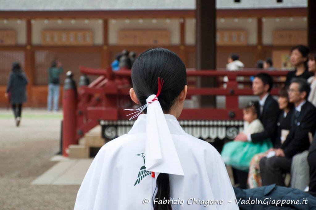 Miko al Santuario di Hikawa, Omiya, Giappone