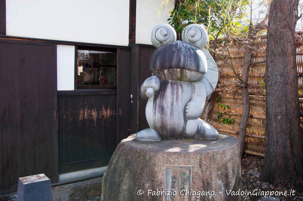 Rana all'ingresso di Nawate Street, Matsumoto, Giappone