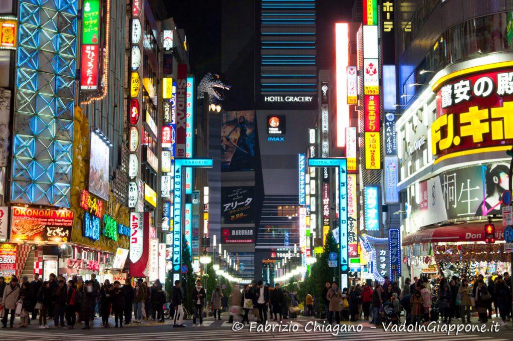 Portale di ingresso di Kabukicho sull'Hotel Gracery ed il suo Godzilla, Giappone