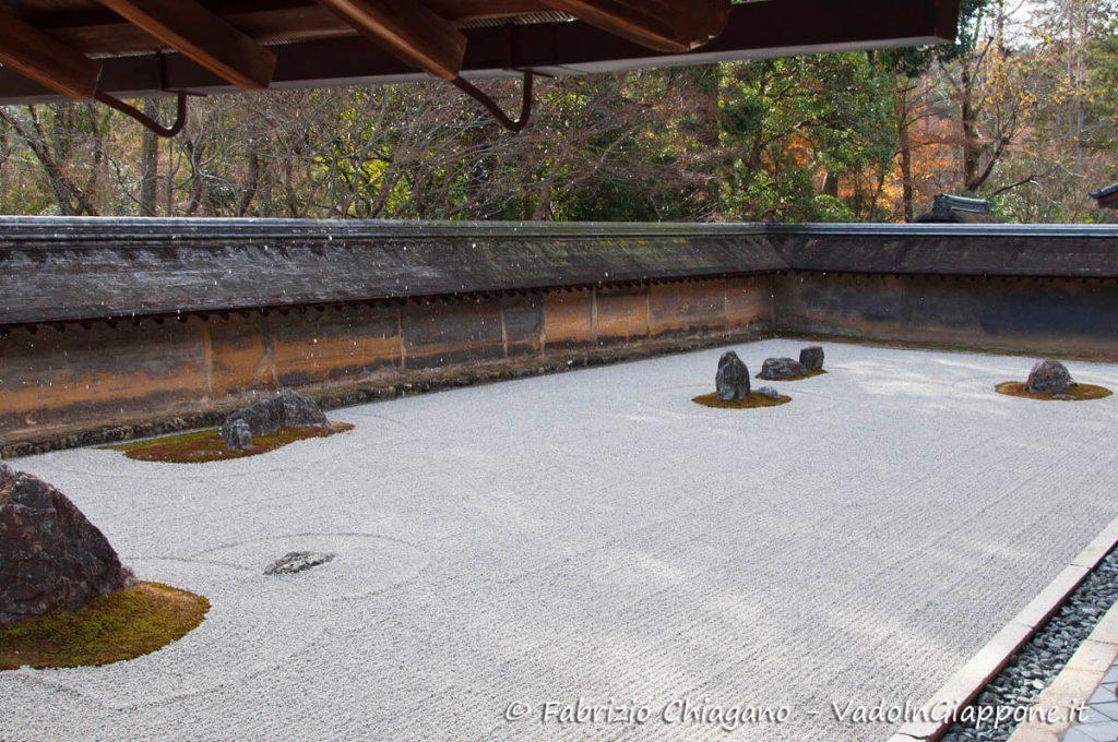 Tempio Ryoan-ji con una spruzzata di neve, Kyoto, Giappone