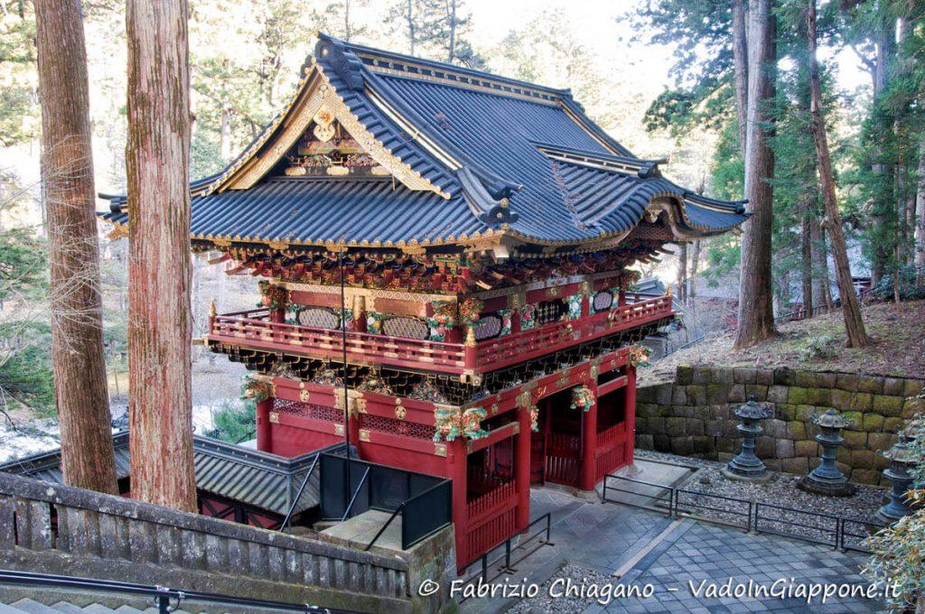 Il Niten-mon, uno dei tre cancelli del mausoleo Taiyuinbyo di Nikko