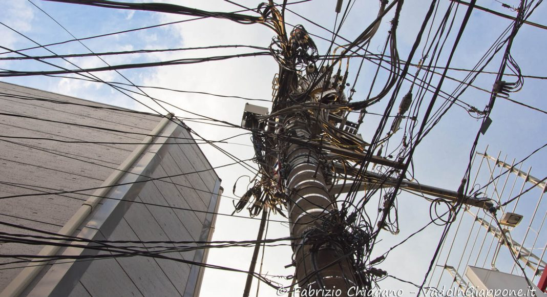 Pali e cavi elettrici in Giappone
