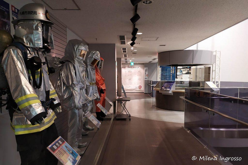 Esposizione dei vigili del fuoco nel Centro di Prevenzione Disastri di Sapporo