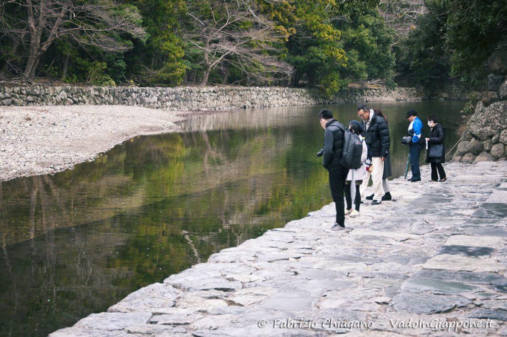 Il fiume Isuzugawa che attraversa il Santuario Naiku di Ise