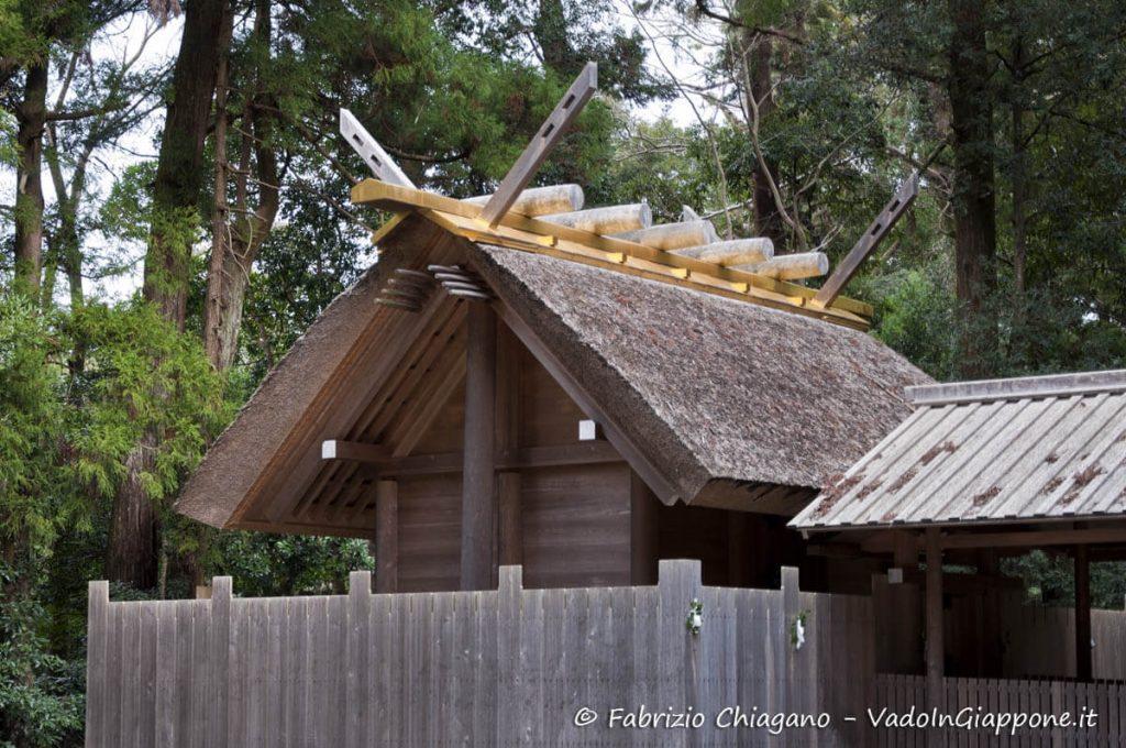 Uno dei piccoli santuari che compongono il Gran Santuario di Ise