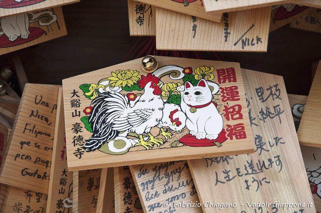 Ema con maneki neko al tempio Gotoku-ji